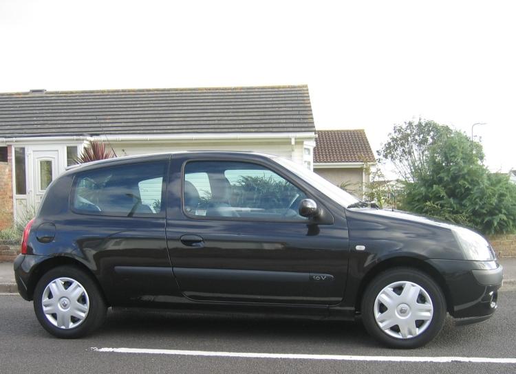 Renault Clio 3 Door Pearl Black